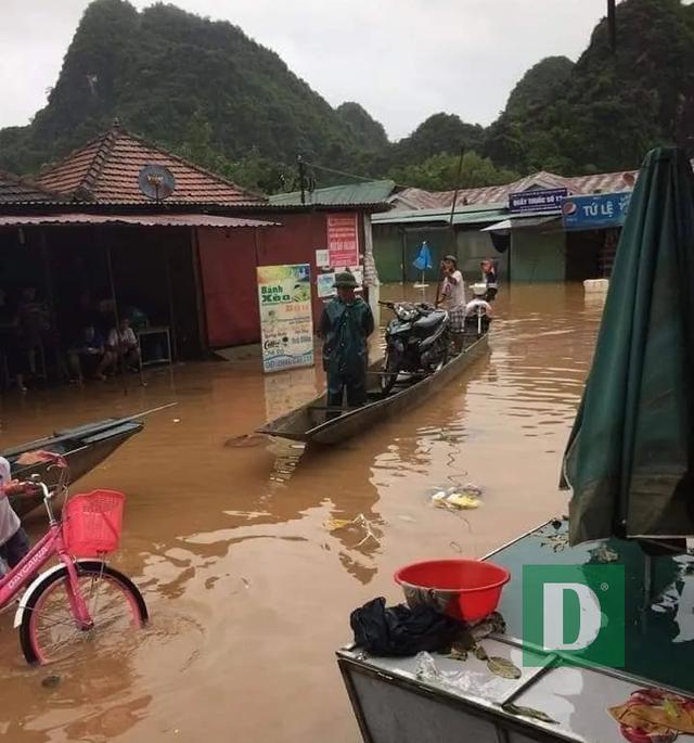 Vùng rốn lũ tiếp tục ngập sâu, nhiều xã ven sông Gianh chìm trong biển nước - 15