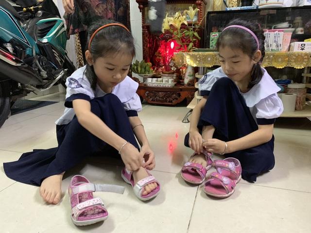 Những đứa trẻ ca sinh 5 đầu tiên ở Việt Nam trong lễ khai giảng vào lớp 1 - 1