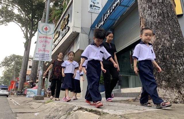 Những đứa trẻ ca sinh 5 đầu tiên ở Việt Nam trong lễ khai giảng vào lớp 1 - 4