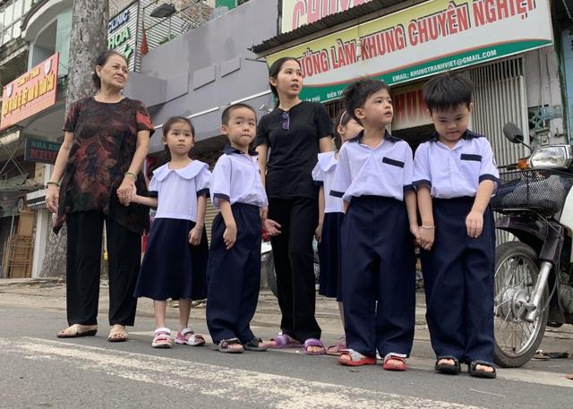 Những đứa trẻ ca sinh 5 đầu tiên ở Việt Nam trong lễ khai giảng vào lớp 1 - 6