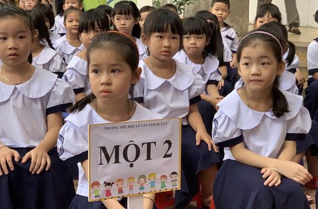 Những đứa trẻ ca sinh 5 đầu tiên ở Việt Nam trong lễ khai giảng vào lớp 1 - 7