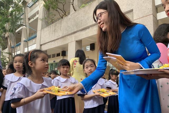 Những đứa trẻ ca sinh 5 đầu tiên ở Việt Nam trong lễ khai giảng vào lớp 1 - 8