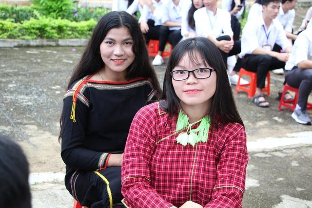 Đắk Lắk: Nữ sinh các dân tộc xinh xắn trong ngày khai trường - 8