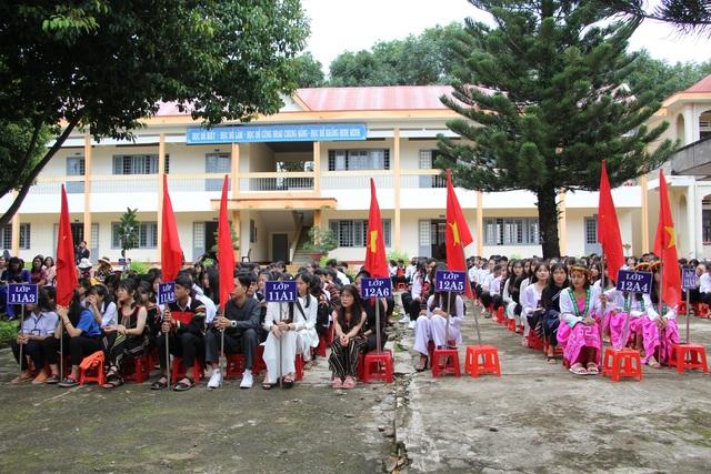 Học trò cả nước náo nức khai giảng năm học mới - 62