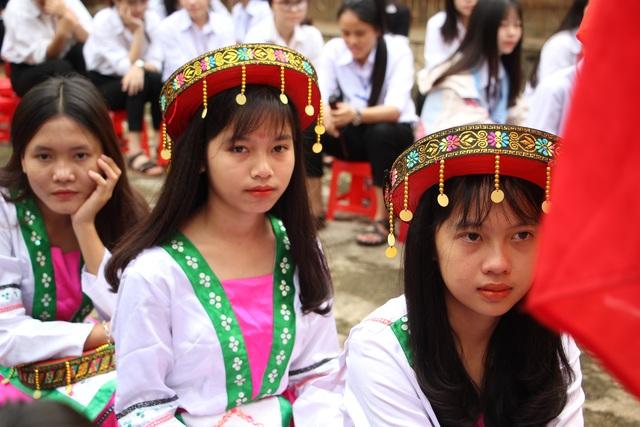 Đắk Lắk: Nữ sinh các dân tộc xinh xắn trong ngày khai trường - 2