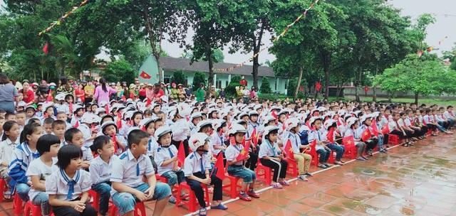 Học trò cả nước náo nức khai giảng năm học mới - 72
