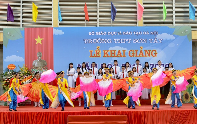 Thủ tướng Nguyễn Xuân Phúc: Dạy chữ đã quan trọng, dạy đức càng quan trọng hơn - 4
