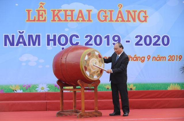Thủ tướng Nguyễn Xuân Phúc: Dạy chữ đã quan trọng, dạy đức càng quan trọng hơn - 6