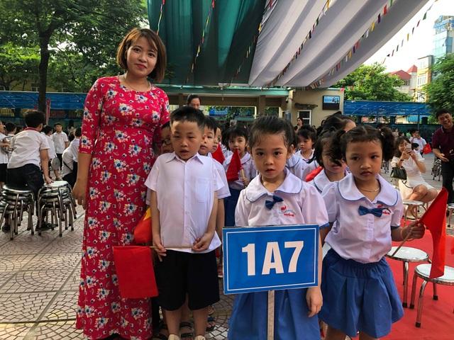 Học trò cả nước náo nức khai giảng năm học mới - 26