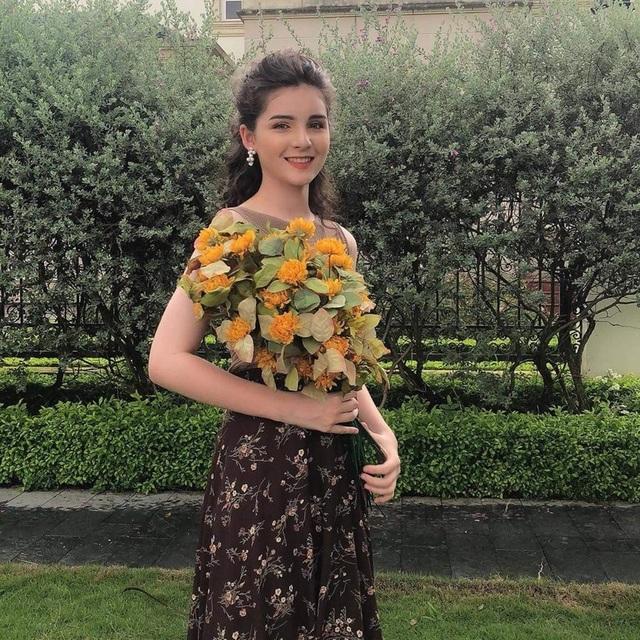 Bông hồng lai Việt - Nga xinh đẹp, hút hồn dân mạng  - 4