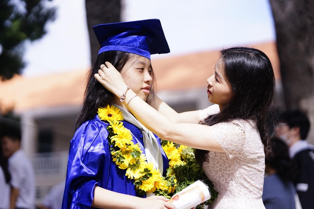 Nữ sinh ngôi trường già nhất Sài Gòn rạng rỡ trong ngày khai giảng - 12
