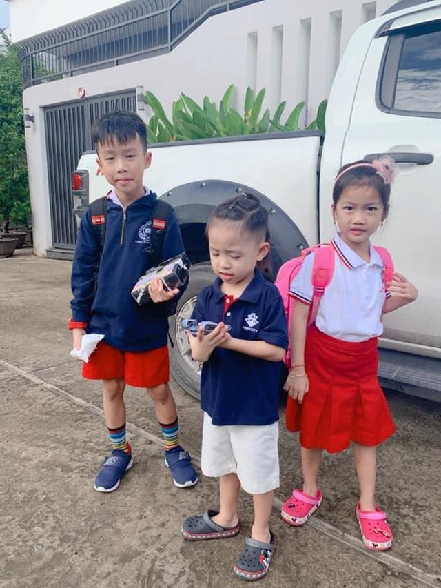Sao Việt đưa con đến trường ngày khai giảng - 9
