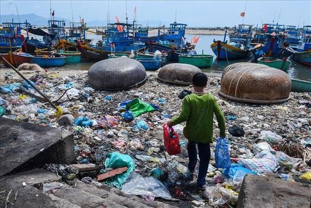 Nhựa phế thải nhập tăng 200%, Việt Nam có nguy cơ thành bãi rác thế giới - 1