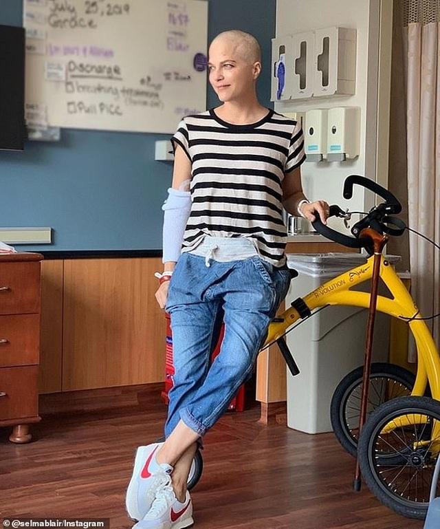 Selma Blair trọc đầu vì điều trị bệnh đa xơ cứng - 7