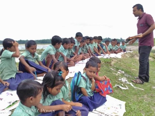 """Câu chuyện xúc động đằng sau lớp học """"màn trời, chiếu đất"""" ở Ấn Độ - 2"""