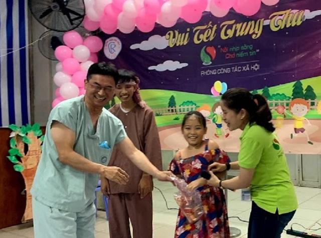 Tết Trung thu đến sớm với các bé đang điều trị trong bệnh viện - 4