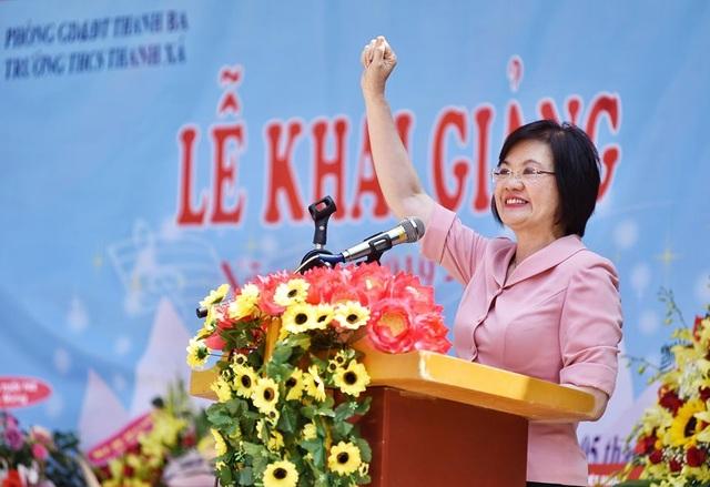 Phú Thọ: Đại sứ Nguyễn Nguyệt Nga cùng đoàn công tác tặng 1,1 tỉ đồng xây trường học - 2