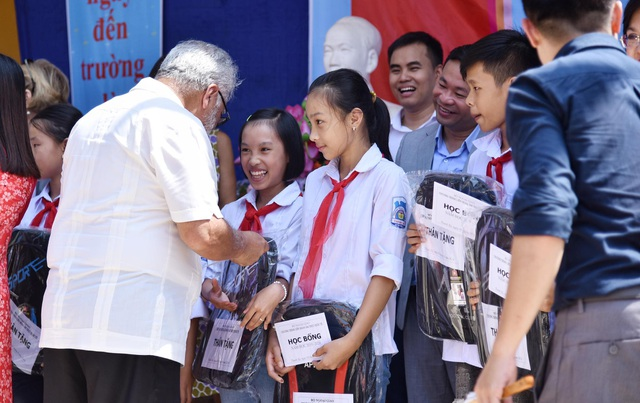Phú Thọ: Đại sứ Nguyễn Nguyệt Nga cùng đoàn công tác tặng 1,1 tỉ đồng xây trường học - 3