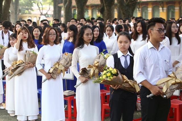 Học trò cả nước náo nức khai giảng năm học mới - 21