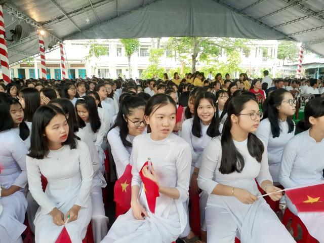 Học trò cả nước náo nức khai giảng năm học mới - 6