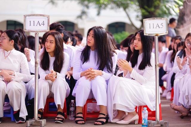 Học trò cả nước náo nức khai giảng năm học mới - 41