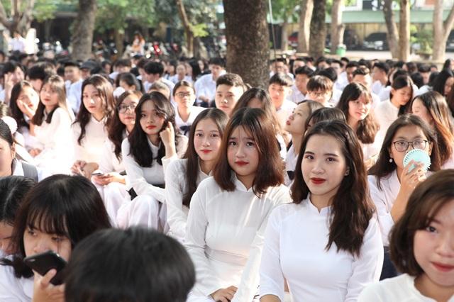 Học trò cả nước náo nức khai giảng năm học mới - 33