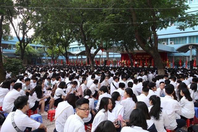 Học trò cả nước náo nức khai giảng năm học mới - 34