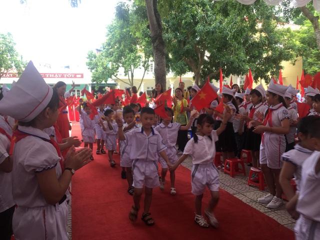 Học trò cả nước náo nức khai giảng năm học mới - 8