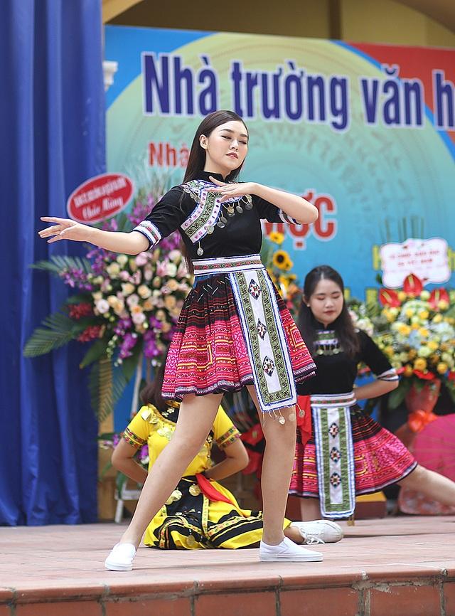"""Á hậu Tường San về thăm trường cũ, nhảy """"Để Mị nói cho mà nghe"""" cực sung - 6"""
