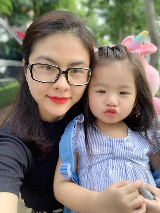 Sao Việt đưa con đến trường ngày khai giảng - 1