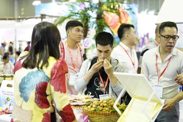 """Bấm huyệt, xoa bóp gây """"sốt"""" tại  hội chợ Du lịch Quốc tế TPHCM - 9"""