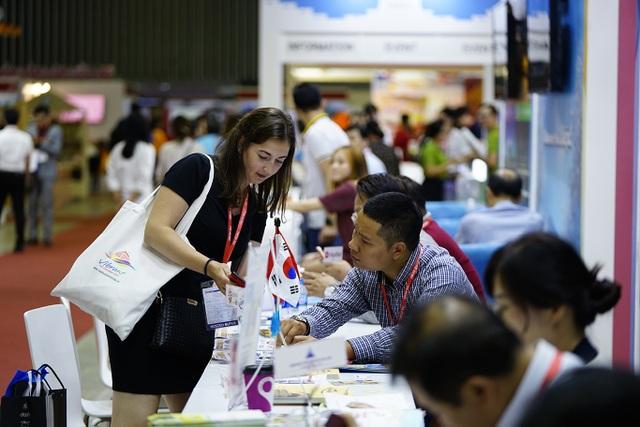 """Bấm huyệt, xoa bóp gây """"sốt"""" tại  hội chợ Du lịch Quốc tế TPHCM - 10"""