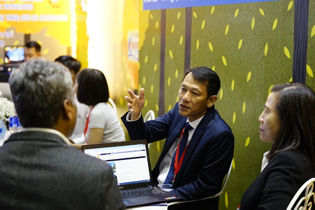"""Bấm huyệt, xoa bóp gây """"sốt"""" tại  hội chợ Du lịch Quốc tế TPHCM - 13"""