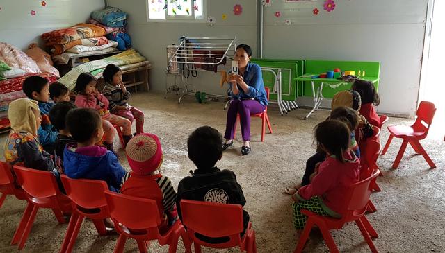 Hai cô giáo hy sinh tuổi xuân để làm mẹ của 17 đứa trẻ H'Mông - 5