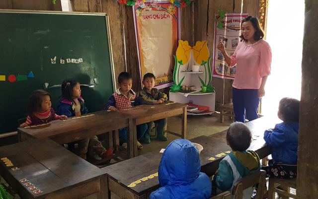 Hai cô giáo hy sinh tuổi xuân để làm mẹ của 17 đứa trẻ H'Mông - 6
