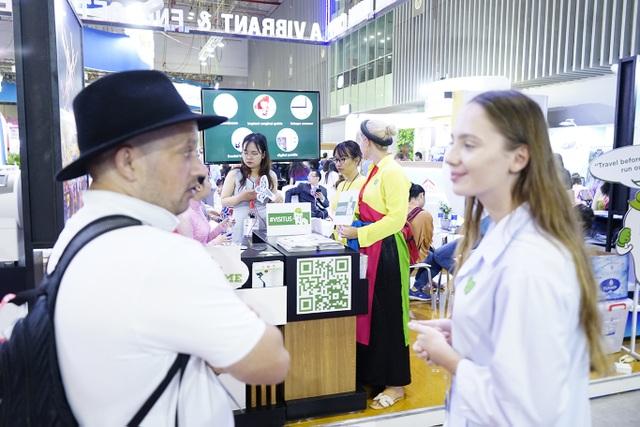 """Bấm huyệt, xoa bóp gây """"sốt"""" tại  hội chợ Du lịch Quốc tế TPHCM - 3"""