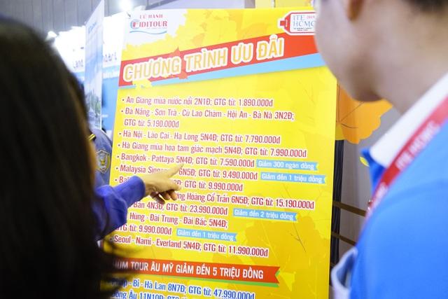 """Bấm huyệt, xoa bóp gây """"sốt"""" tại  hội chợ Du lịch Quốc tế TPHCM - 5"""