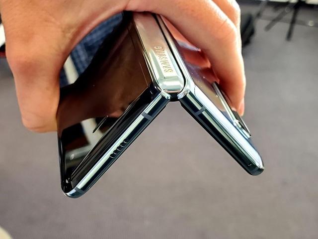 Samsung tung video giới thiệu những thay đổi của Galaxy Fold - 3