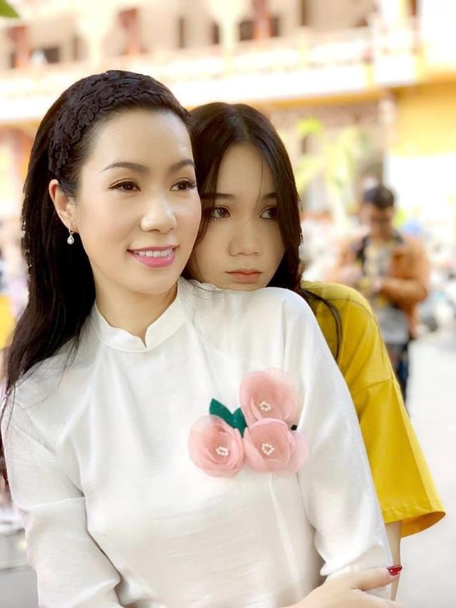 """Á hậu Trịnh Kim Chi: """"Vợ chồng tôi không muốn con gái làm diễn viên"""" - 4"""