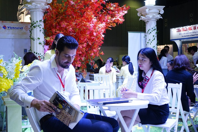 """Bấm huyệt, xoa bóp gây """"sốt"""" tại  hội chợ Du lịch Quốc tế TPHCM - 4"""