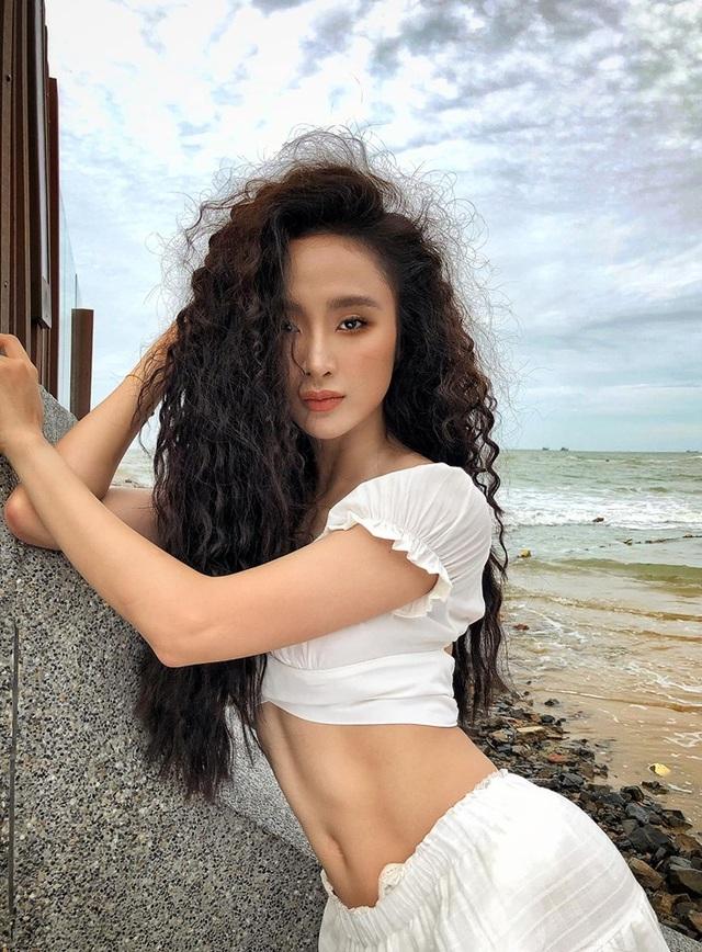 """Angela Phương Trinh gây """"sốt"""" với ảnh khoe thân hình bốc lửa - 2"""