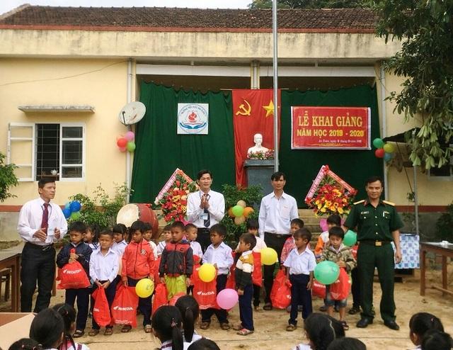 """Bình Định: Bàn giao bếp ăn do bạn đọc Dân trí xây tặng thầy cô giáo """"gieo chữ"""" ở vùng cao - 7"""
