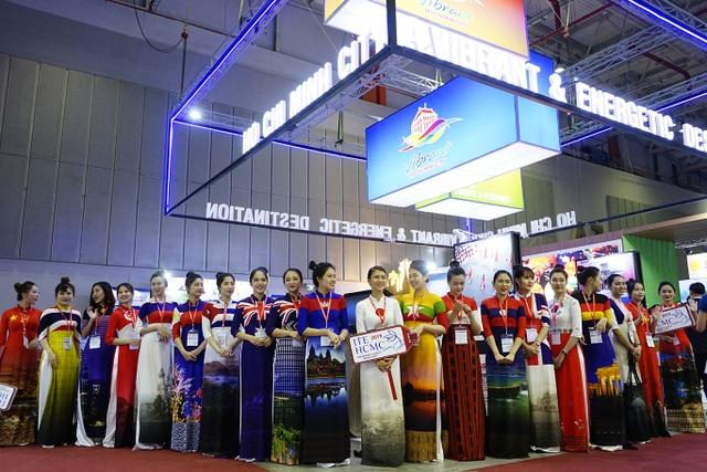 """Bấm huyệt, xoa bóp gây """"sốt"""" tại  hội chợ Du lịch Quốc tế TPHCM - 7"""