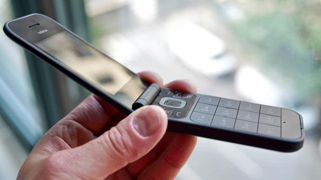 Cận cảnh chiếc điện thoại nồi đồng cối đá vừa ra mắt của Nokia, giá gần 3 triệu đồng - 9