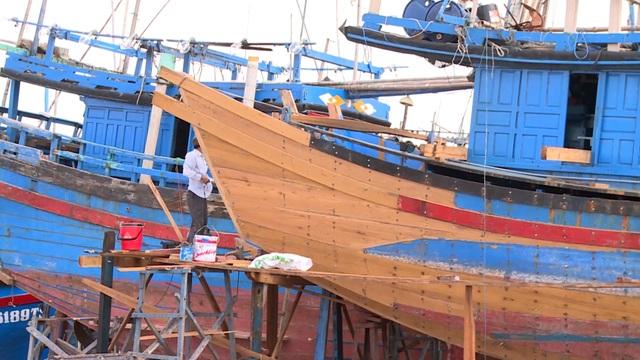 Phú Yên: Nhiều rủi ro khi ngư dân tự cải hoán, nối tàu cá dài trên 15m  - 3