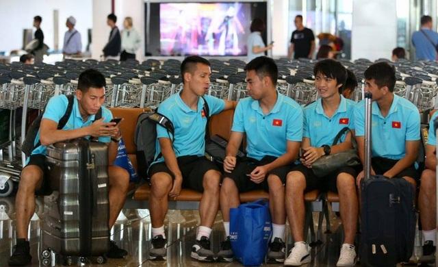 Đội tuyển Việt Nam về nước, Tuấn Anh bị vây kín tại sân bay Nội Bài - 16