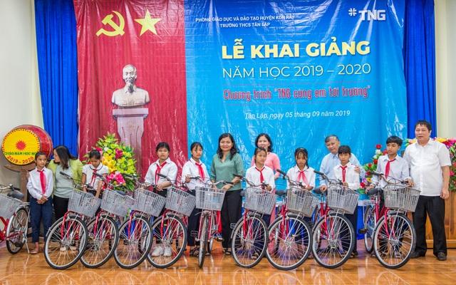 Tập đoàn TNG Holdings Vietnam trao tặng 110 xe đạp cho học sinh nghèo tại Gia Lai, Kon Tum - 1