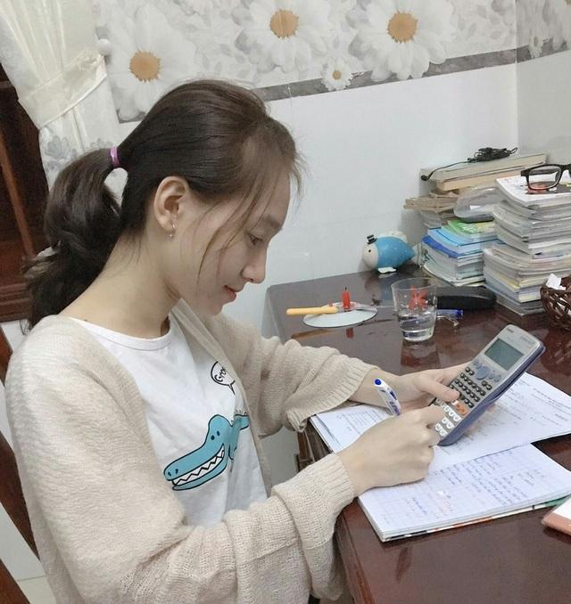 Nữ sinh bị liệt hai chân chinh phục ước mơ vào đại học - 5