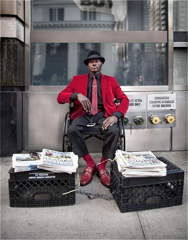 """Người bán báo """"chất"""" nhất New York, đến tín đồ thời trang cũng chào thua - 4"""