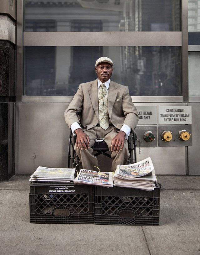 """Người bán báo """"chất"""" nhất New York, đến tín đồ thời trang cũng chào thua - 5"""